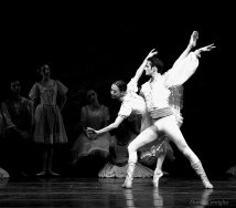 Linsday Purringotn and Yevgeny Shlapko in the Peasant Pas de Deux