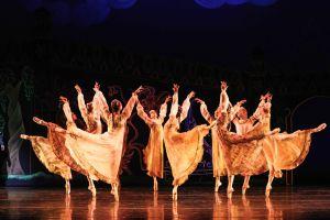 Corps de ballet in Firebird