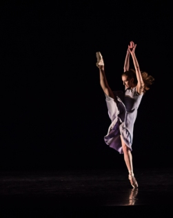 Alicia Fabry in The Double choreography by Robert Weiss