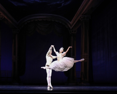 Margaret Severin-Hansen and Richard Krusch as Cinderella and Prince Charming, choreography by Robert Weiss